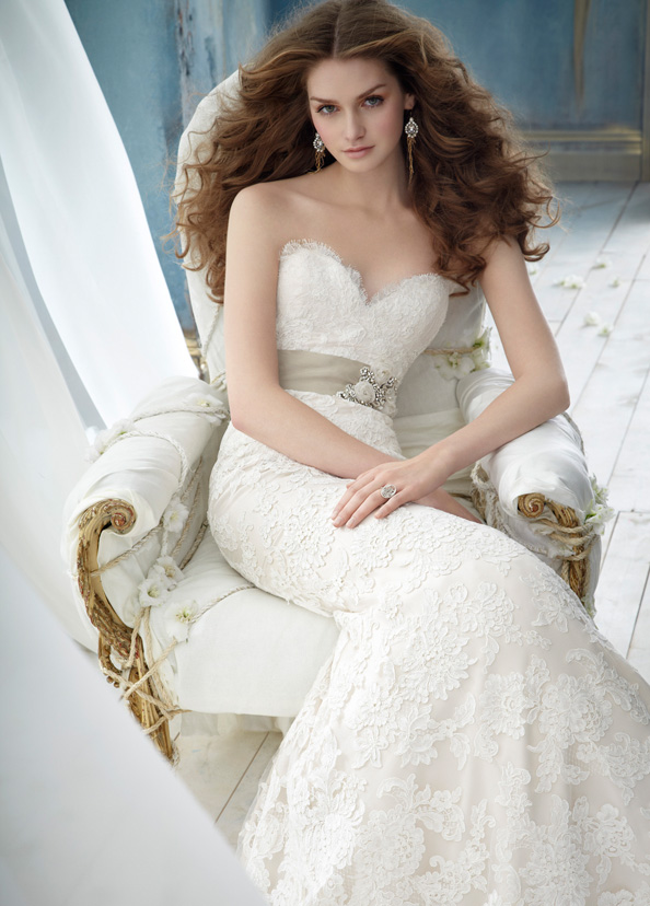 Bridal gowns with lace have sweetheart neckline