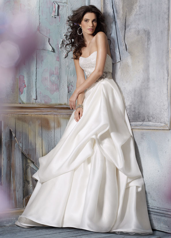 Jim Hjelm Bridal Gowns, Wedding Dresses Style jh8110 by JLM Couture, Inc.